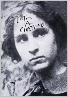 Black and white photography of Gala's face, with the sentence Tête a Château written on her forehead.