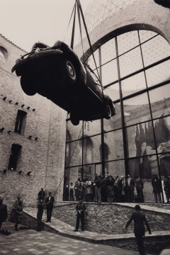 A photograph of the Cadillac's installation at the courtyard of the Theatre-Museum Dalí in Figueres.