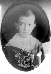 Photograph of Salvador Dalí Domènech when he was a kid.