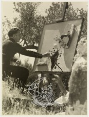 Ancient photograph where we can see Salvador Dalí sitting on a bench and painting.