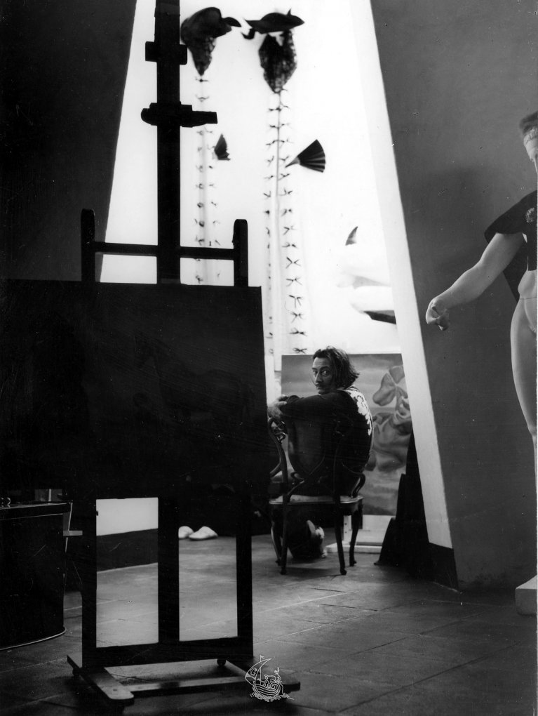 salvador dali the art within essay Art in context essay sample abstract this essay analyses the works of art face of mae west which may be used as an apartment and slave market with the disappearing bust of voltaire by salvador dali and places them within their historical / critical context.