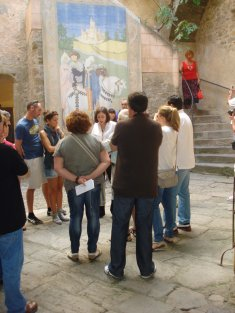 Introduction to the visit and Free guided visits at Gala Dalí Castle in Púbol.  (Ticket price not included).