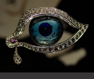 The eye of time, a representative image of the jewelry collection of Salvador Dalí