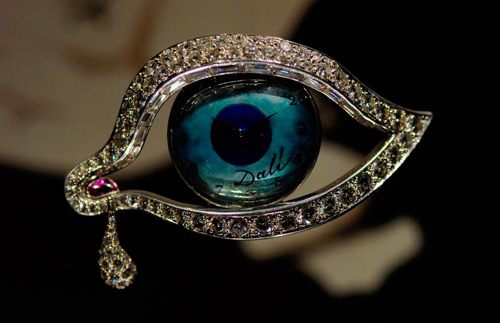A representative image of the jewelry collection of Salvador Dalí