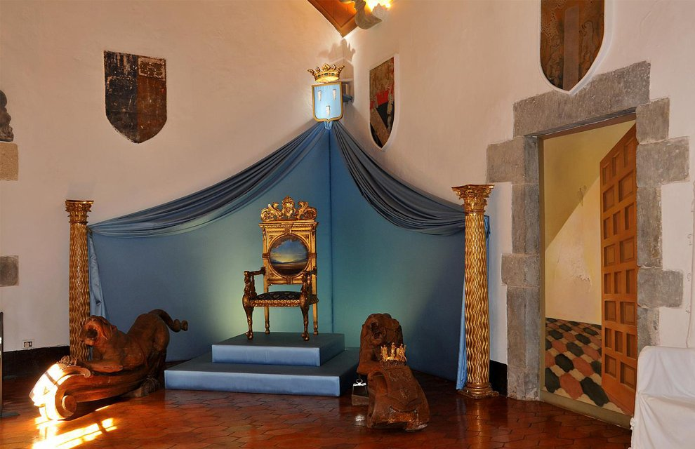Image of the inside of Gala and Dalí's castle in Púbol.